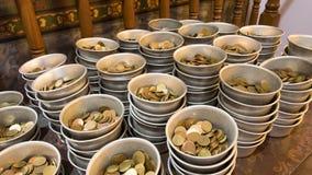 Moneta w darowizna brązu i pucharu monecie zdjęcia royalty free