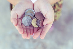 Moneta w dziecko ręce Biznes Zdjęcie Stock