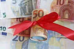 Monetarny rola z Euro banknotami obraz stock