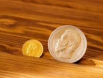 Monete antiche di oro e dell'argento Fotografia Stock