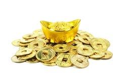 Monete cinesi dorate antiche in un mucchio immagine stock libera da diritti