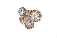Monete d'argento antiche della Francia e dell'Inghilterra su fondo bianco Immagini Stock
