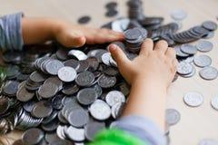 Monete d'argento ucraine Piramide di soldi Fotografie Stock Libere da Diritti