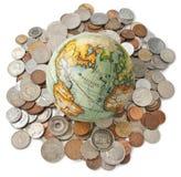 Monete dei soldi del globo isolate Fotografia Stock