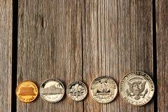 Monete del centesimo di Stati Uniti sopra fondo di legno Fotografie Stock Libere da Diritti