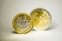 Monete dell'euro e della sterlina prima e dopo brexit fotografia stock libera da diritti