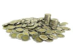 Monete di baht tailandese su fondo bianco Fotografia Stock