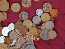 Monete di libbra, Regno Unito sopra il fondo rosso del velluto Fotografia Stock Libera da Diritti
