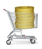 Monete di oro in carrello di acquisto Fotografie Stock Libere da Diritti