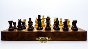 Monete di scacchi che stanno di fronte ad a vicenda Fotografia Stock