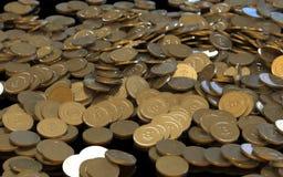 Monete digitali di valuta della crittografia dorata di Bitcoin Immagini Stock