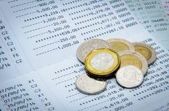 Monete e dichiarazione bancaria dei soldi Fotografie Stock
