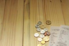 Monete e ricevute rumene Fotografie Stock Libere da Diritti