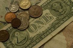 Monete e soldi di carta Fotografie Stock Libere da Diritti