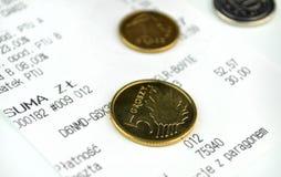 Monete e una ricevuta di acquisto Fotografia Stock Libera da Diritti