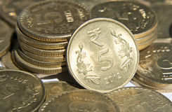 Monete indiane di valuta Fotografie Stock Libere da Diritti