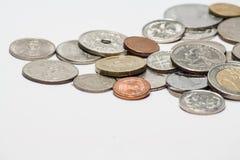 Monete isolate su bianco fotografia stock