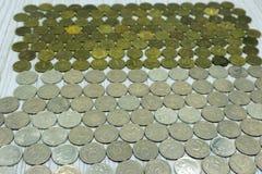Monete, mucchio di vecchie monete bronzee Fotografia Stock Libera da Diritti