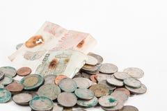 Monete sporche e vecchia banconota Immagini Stock