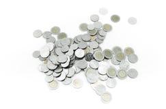 Monete su fondo bianco, mercato di dividendo di carità del contributo finanziario del fondo di investimento di donazione Fotografie Stock Libere da Diritti