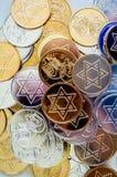 Monete variopinte di Chanukah di struttura del fondo Fotografie Stock Libere da Diritti
