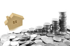 Monety, domowy drewno model, pojęcie pomysł dla save i zakup h, Fotografia Stock