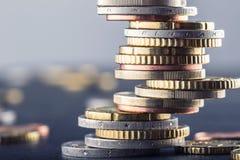 monety euro banka euro pięć ostrości sto pieniądze nutowa arkana banknot waluty euro konceptualny 55 10 Monety brogować na each i Fotografia Royalty Free