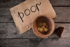 Monety i kawałek karton zdjęcie stock