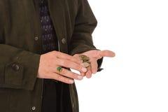 monety liczy człowiek poważny zdjęcie stock
