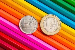Monety na barwionych ołówkach Zdjęcia Royalty Free
