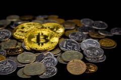 Monety na czarnym tle obraz stock
