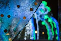 Monety one zrastali się w lodzie przeciw defocused neonowym światłom Zdjęcie Stock