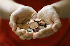 monety ręki mienie Zdjęcia Royalty Free