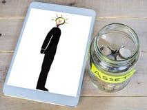 Monety w szklanym słoju z etykietką Fotografia Royalty Free