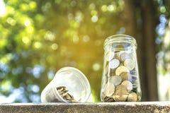 Monety w szklanym słoju Fotografia Royalty Free