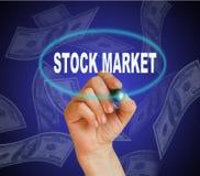 monety zestrzelają wykresu rynku ołówek snd czerwony zapas podnosi Zdjęcia Royalty Free