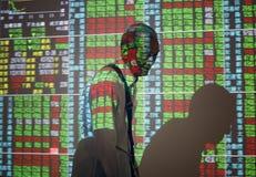 monety zestrzelają wykresu rynku ołówek snd czerwony zapas podnosi Zdjęcie Royalty Free