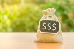 Free Money Bag With A Chalkboard And Dollar Symbols. Retirement Savings. Deposit. Credit For Opening A Business. Budget. Bank Services Royalty Free Stock Photos - 152780318