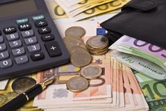 Money, purse, pen and calculator Royalty Free Stock Photography