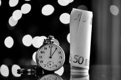 money time владение домашнего ключа принципиальной схемы дела золотистое достигая небо к Стоковая Фотография