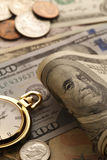 money time Goldtone Κλείστε επάνω - εικόνα αποθεμάτων Στοκ εικόνες με δικαίωμα ελεύθερης χρήσης