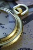 money time Klocka i US dollar - materielbild royaltyfria bilder