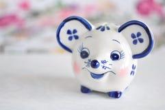 Moneybank Gzhel dei giocattoli fotografia stock libera da diritti