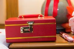 moneybox κόκκινο χρηματοκιβώτι&omicron στοκ φωτογραφίες