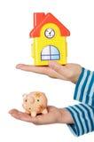moneybox дома рук Стоковое Фото