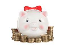 Moneybox blanco de cerámica del cerdo imágenes de archivo libres de regalías