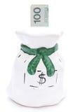 Moneybox y billete de banco en el fondo blanco imagen de archivo libre de regalías