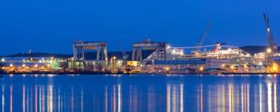 Monfalcone-Werfte am Abend Stockfoto