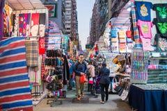 Mong Kok, Hong Kong - 11 de enero de 2018: Las señoras comercializan son marketp imagen de archivo libre de regalías