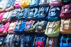 Mong Kok, Hong Kong - Januari 11, 2018: Många hänger löst shoppar in på Ladi Arkivbilder